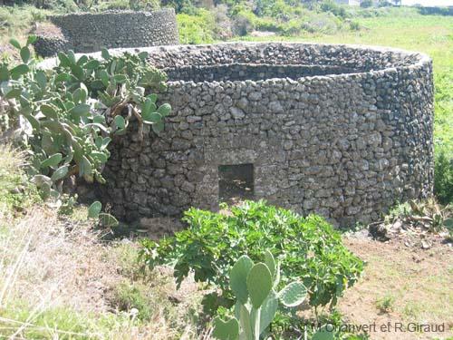 Case Di Pietra Pantelleria : Pantelleria sicilia guida sull isola di pantelleria per dammusi